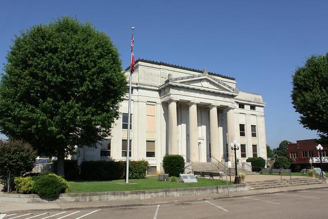 Carroll County Courthouse - Huntingdon, TN
