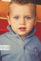 . (Paco Jareo Zafra) Tags: portrait azul kids canon children 50mm kid child retrato ojos 18 paco nio camisa azules 500d