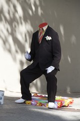 a man with no head (Val in Sydney) Tags: barcelona street fun spain artist catalogne
