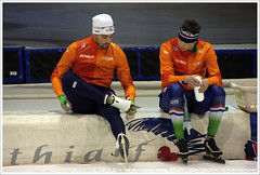 Kjeld Nuis and Sven Kramer, preparing for and after the 1500 Meter Men (Dit is Suzanne) Tags: netherlands nederland heerenveen speedskating thialf views300 eisschnelllauf svenkramer  canoneos40d img6263 kjeldnuis langebaanschaatsen sigma18250mm13563hsm   ditissuzanne 1500metersmen 14122014 isuworldcup20142015 isuworldcupheerenveendecember12142014 1500men   svenskramers