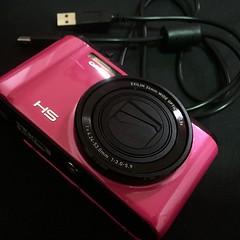 ขาย Casio Zr1200 ราคา 9,000 บาท มีประกัน มีสายชาร์จ แถมเคสสีชมพูคิตตี้💕 เหตุผลที่ขาย : เปลี่ยนรุ่นใหม่ค่ะ ขอดูรูปเพิ่มเติม 👉 Line : nookienook_xoxo #casio #zr1200
