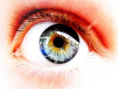 Eye (KwyjiboVanDeKamp) Tags: macro reflection eye nikon colorful edited colourful nikkor makro spiegelung auge bunt bearbeitet p310 photoscape