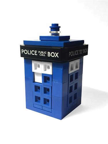 LEGO Tiny TARDIS