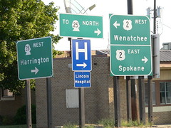 022-02 USA, Washington, Davenport, Traffic Signs Outside Motel (Aristotle13) Tags: washington wa davenport 2007 usavacation