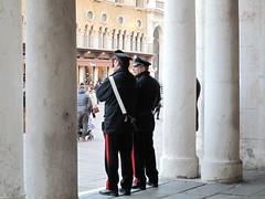 Sorveglianza (sangiopanza2000) Tags: italy italia carabinieri vicenza colonne veneto forzedellordine sangiopanza divise