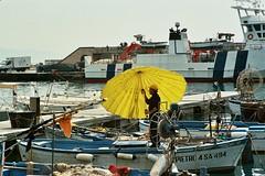 Giallo (pietrogrotta (B&W analog photography)) Tags: kodak giallo pesca salerno pescatore canonf1 ombrellone cetara