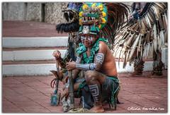 Serpiente emplumada (Olivia Heredia) Tags: méxico mexico maya feathers yucatán mexique baile hdr regional indígena aztecs plumas mérida azteca ciudaddeméxico mayans estadodeméxico mexicanculture tonemapped tonemapping 3exp serpienteemplumada oliviaheredia guerreroazteca oliviaherediaotero