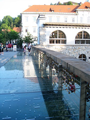 bridge_of_love1 (Wiebke) Tags: ljubljana slovenia europe vacationphotos travel travelphotos butchersbridge mesarskimost bridge footbridge lovepadlocks modernbridge ljubljanica