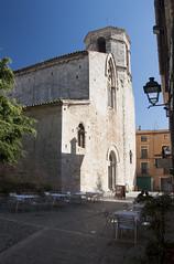 Calma en Besal (CarameloStudio) Tags: iglesia terraza calles besal
