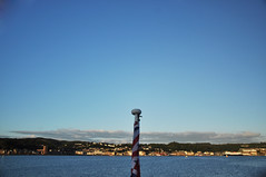 DSC_7336 [ps] - Anticipation (Anyhoo) Tags: uk blue houses red sea white monument water buildings coast scotland town memorial ripple flag wave wrapped redensign shore oban folly ensign lowsun furled anyhoo photobyanyhoo oncorryvreckan