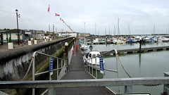 ISLE OF WIGHT VIEWS. (ronsaunders47) Tags: marina boats isleofwight yachts pontoon ryde gangway