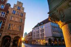 Prinzipalmarkt Mnster (mattinho2704) Tags: sunset sun germany deutschland golden evening abend nikon sonnenuntergang sundown dom wideangle hour nrw altstadt sonne muenster nordrheinwestfalen mnster goldenhour deutsch mnsterland westfalen d300 weitwinkel prinzipalmarkt nikond300 nikkor1424mm