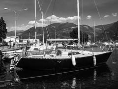 Lago-Iseo2-V-12 (elettrico1977) Tags: blackandwhite lake lago boat barca acqua molo biancoenero pontile iseo lovere