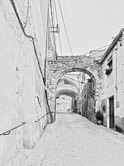 Calle de Peralada (Luis M) Tags: calle arquitectura girona gerona peralada