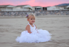 Candeur (Jolivillage) Tags: jolivillage plage beach playa piaggia gruissan aude languedoc languedocroussillon france europe sable sand petitefille fille girl ragazza portrait fabuleuse
