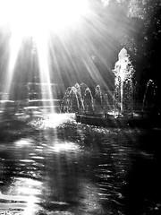 """""""Fuente resplandeciente"""" (atempviatja) Tags: luz sol agua fuente rayos resplandor brill"""