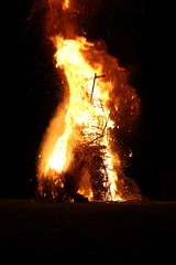 The head falls (Fenifur) Tags: man fire mayday wicker beltane beltain beltaine wickerman butser