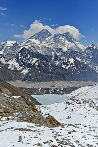 Everest, Lhotse, Ngozumpa glacier, Gokyo et Gokyo Tsho depuis Renjo La