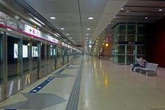 Tsuen Wan West MTR Station Hong Kong (dcmaster) Tags: china city urban west station underground subway asia chinese platform hong kong wan mtr tsuen metero