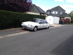 Citroen BX 14 RE de 1989 1162 SQ 37 - 16 mai 2013 (Rue Agnes Sorel - Joue-les-Tours) 2 (Padicha) Tags: auto new old bridge france water grass car station electric truck river french coach ancient automobile eau indre may police voiture ruine cher rest former 37 nouveau et loire quai franais nouvelle vieux herbe vieille ancienne ancien fleuve nationale vehicule lectrique reste gendarmerie gazon indreetloire franaise pave nouveaut vhicule utilitaire restes vgtalise letramdetours padicha