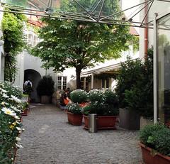 im Schlossquadrat (Martin Ladstaetter) Tags: vienna wien photowalk vienne photowalkwien photowalkvienna pwvie