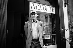PHOTO(is)LIFE (Giulio Magnifico) Tags: text streetphotography aged udine photolife blackwhiteportrait nikond800 sigma35mmf14dghsm