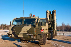 "S-400 Triumf (3) • <a style=""font-size:0.8em;"" href=""http://www.flickr.com/photos/81723459@N04/9815394984/"" target=""_blank"">View on Flickr</a>"