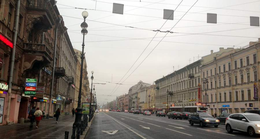 Невский проспект в 8 часов утра