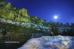 LUNA SIN QUITAMIEDOS (mirito75) Tags: luz del nieve luna estrellas nocturna invierno burgos castillo exposicion larga curva orbaneja