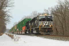 NS 2637 @ Thompsontown, PA (Darryl Rule's Photography) Tags: snow bristol ns local septa ge harrisburg ocs norfolksouthern funits emd intermodal autoracks businesstrain middledivision thompsontown trainsr