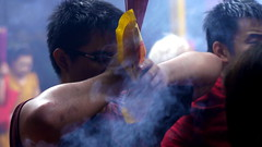 Pria Berdoa (AGUSRAHARJO) Tags: pray jakarta dharma imlek vihara kuil bhakti ibadah sakti sembahyang berdoa