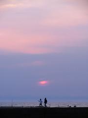 (Yorozuna / ) Tags: sunset sea sky japan port coast seaside twilight bank human  niigata       embankment            igarashihama