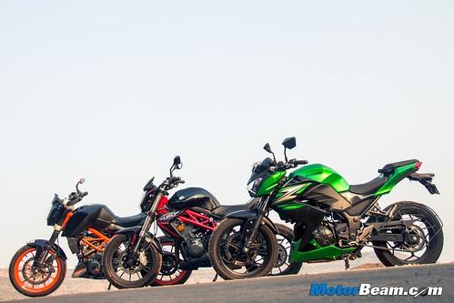 Kawasaki-Z250-vs-Benelli-TNT-300-vs-KTM-Duke-390-12