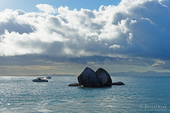 20150319-08-Split Apple Rock (Roger T Wong) Tags: newzealand water trek outdoors walk boulder hike nz granite southisland np split bushwalk tramp spherical abeltasmannationalpark splitapplerock 2015 rogertwong sonyfe2870mmf3556oss sony2870 sonya7ii sonyilce7m2 sonyalpha7ii