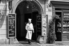 Praga. Giugno 2014 (Steven Click (Stefano Strazzacappa)) Tags: street praga cucina pausa cuoco