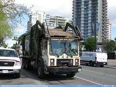 Waste Management 206663 (TheTransitCamera) Tags: canada green trash island garbage bc mr think columbia victoria wm management hauling rubbish british waste removal mack whittke