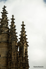 Salamanca (SantosSanson) Tags: parque espaa color verde textura blanco azul arquitectura arte catedral nubes salamanca rgb turismo torres composicion claridad candados calixtoymelibea turismoespaa