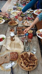 Sharing lunch on Saturday (Permaculture Association) Tags: cymru gathering ecovillage permaculture lammas paramaethu
