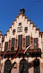 Banderas al viento (Lourdes.Prez) Tags: plaza house square casa frankfurt flag banderas romer