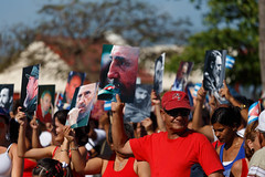 Viva el socialismo (Philipp Schmidbauer) Tags: cuba kuba travel backpacking canon 6d dslr caribic parade propaganda socialismo socialism people fidel signs
