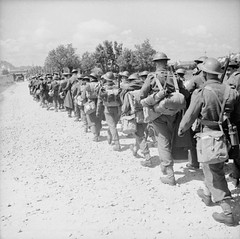 A column of British soldiers from the British Expeditionary Force retreating to the Channel ports, June 1940 [800  798] #HistoryPorn #history #retro http://ift.tt/1WUK7tU (Histolines) Tags: from history june force 1940 retro timeline soldiers british column 798 800 ports channel retreating  vinatage expeditionary a historyporn histolines httpifttt1wuk7tu
