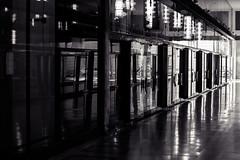 storefront (Rebel T2i (digital)) Tags: italien italy glass lines italia milano storefront sw glas shoppingarcade 2016 mailand linien einkaufszentrum scheiben