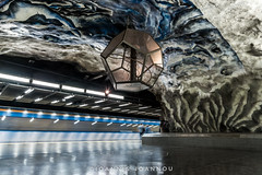Tekniska Hgskolan Metro Station in Stockholm, Sweden (Ioannis Ioannou Photography) Tags: lights tekniskahgskolan dodecahedron fluorescent ioannisioannouphotography travel passengers train reflections sweden stockholm scandinavia longexposure station metro sverige tbana