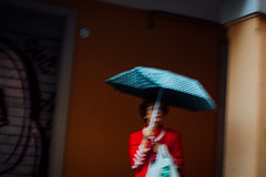Bologna, 2016 (Antonio_Trogu) Tags: italia italy emiliaromagna emilia bologna street streetphotography woman lady umbrella ombrello signora donna red suit antoniotrogu nikond3100 2016