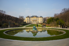 Rodin (Matas Szostak) Tags: trees paris france reflection statue museum symmetrical rodin fount