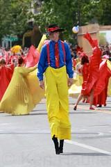 Fremont Solstice 2016  1842 (khaufle) Tags: solstice fremont wa usa parade hat stilts