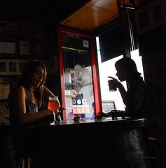 La Ardosa (Julin del Nogal) Tags: bar cerveza silueta conversacin