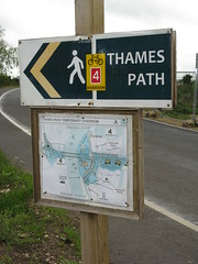 Thames Path Diversion at Walton (cdb41) Tags: bridge thames river path signpost walton towpath diversion