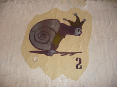 Sprinter Snail Jester, London, UK 3920 (Junagarh) Tags: inglaterra streetart graffiti londres angleterre escargot brun kaki junagarh fouduroi