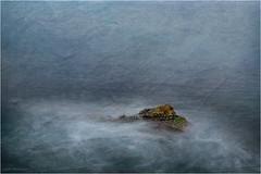 Intentando emerger (Jos Santiago [Fotografia Creativa]) Tags: color azul mar agua nikon girona olas texturas rocas lescala espuma turquesa nikonistas fotografiacreativa josesantiago josansaru